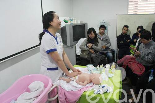 Hướng dẫn dạy mẹ cách tắm trẻ sơ sinh cẩn thận nhất