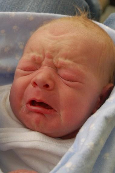 Hiện tượng trẻ sơ sinh khóc đêm ?