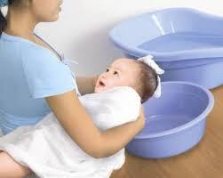 Video tắm cho trẻ sơ sinh tại nhà