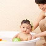 Lợi ích của việc tắm bé hàng ngày