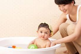 Có nên tắm bé hàng ngày hay không ạ ?