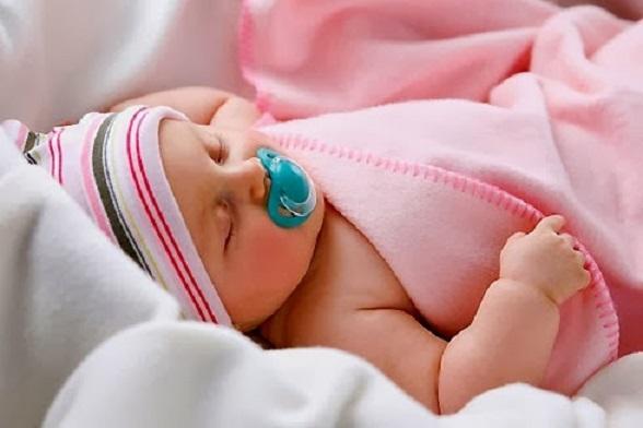 6 mẹo hay chăm sóc trẻ sơ sinh mùa đông không bị ốm
