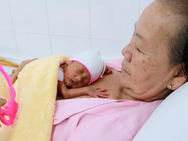 Bà mẹ sinh thường 3 em bé khoẻ mạnh tại Cần Thơ